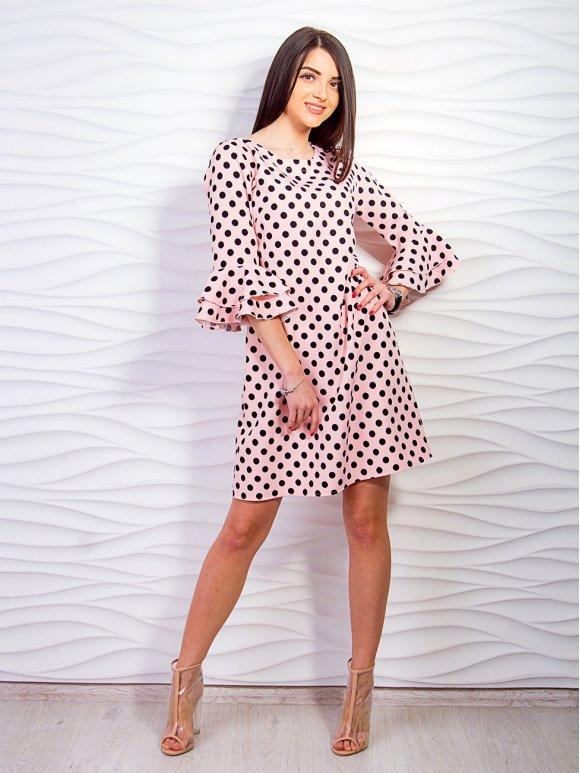 розовое платье в горох с воланами на рукавах фото