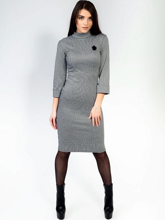 """Платье """"гусиная лапка"""" с воротником-стойкой и брошью 2913"""