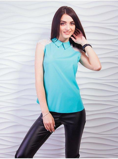 Струящаяся блуза с воротником и вставками кружева на плечах. Арт.2329
