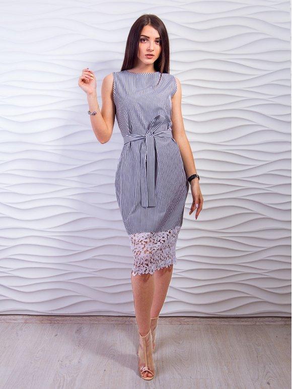 Элегантное платье в полоску, украшенное дорогим кружевом по низу. Арт.2332