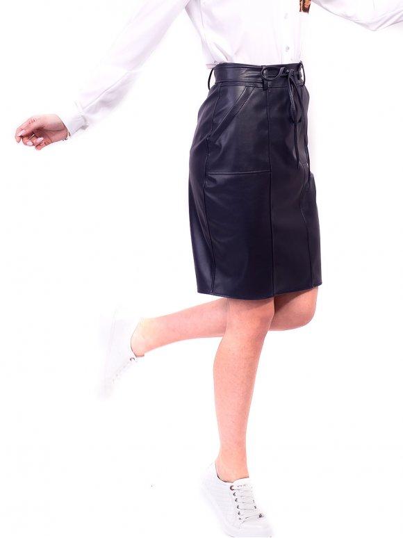Обворожительная юбка из экокожи с оригинальным поясом. Арт.2621
