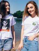 Трендовая белая футболка с принтом 2689