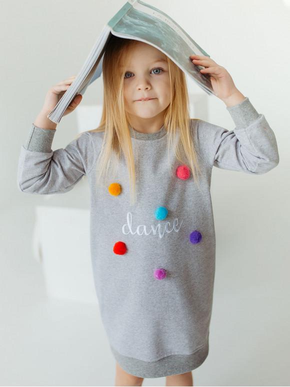 Дитяча сукня з вишивкою і помпонами 10015