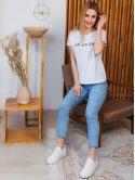 Модная белая футболка с трендовым принтом 2996