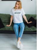 Белая футболка с яркой надписью 2999