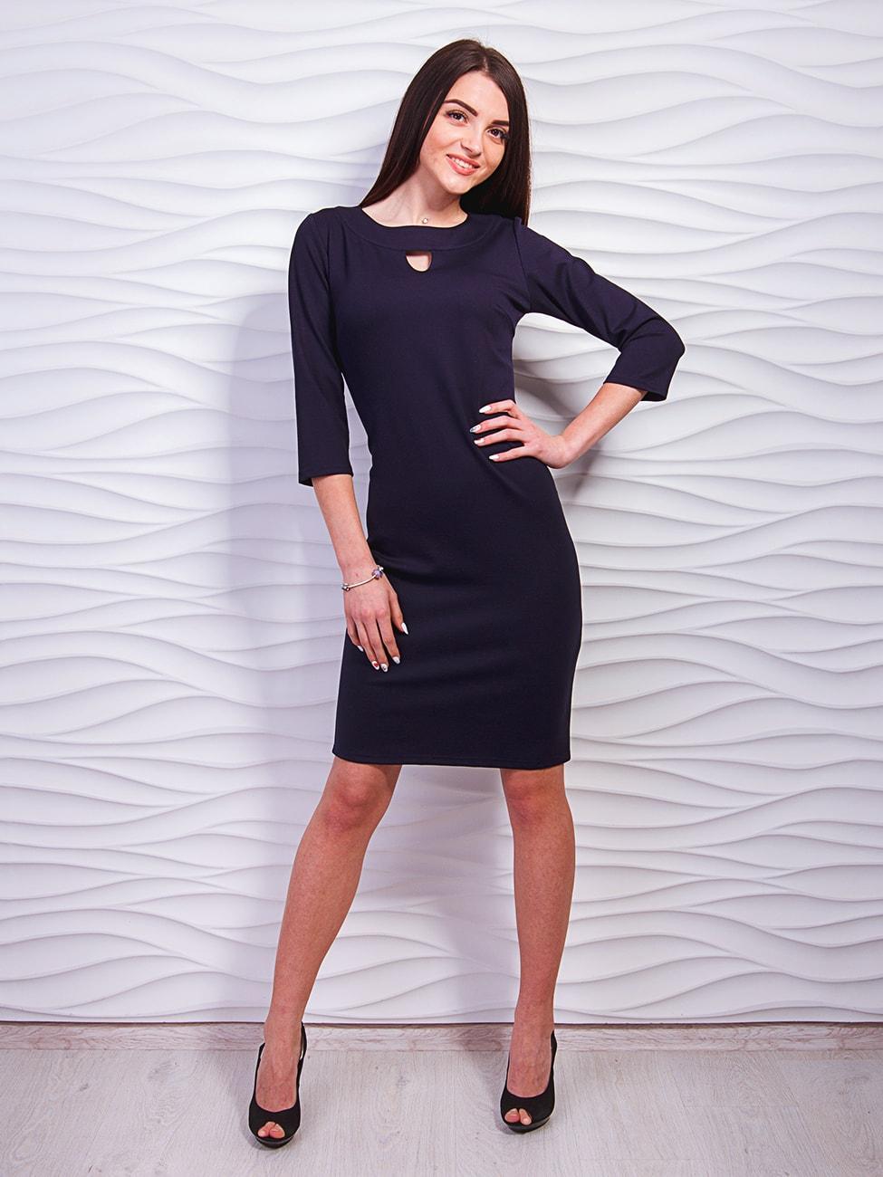 черное приталенное платье фото
